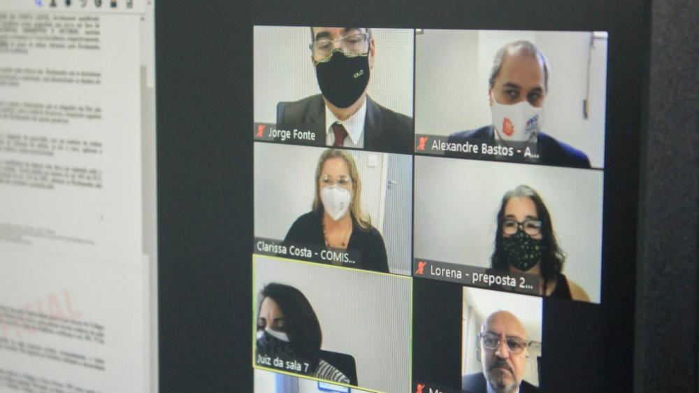 Participantes da simulação da audiência híbrida / Foto: Bruno Mirandella