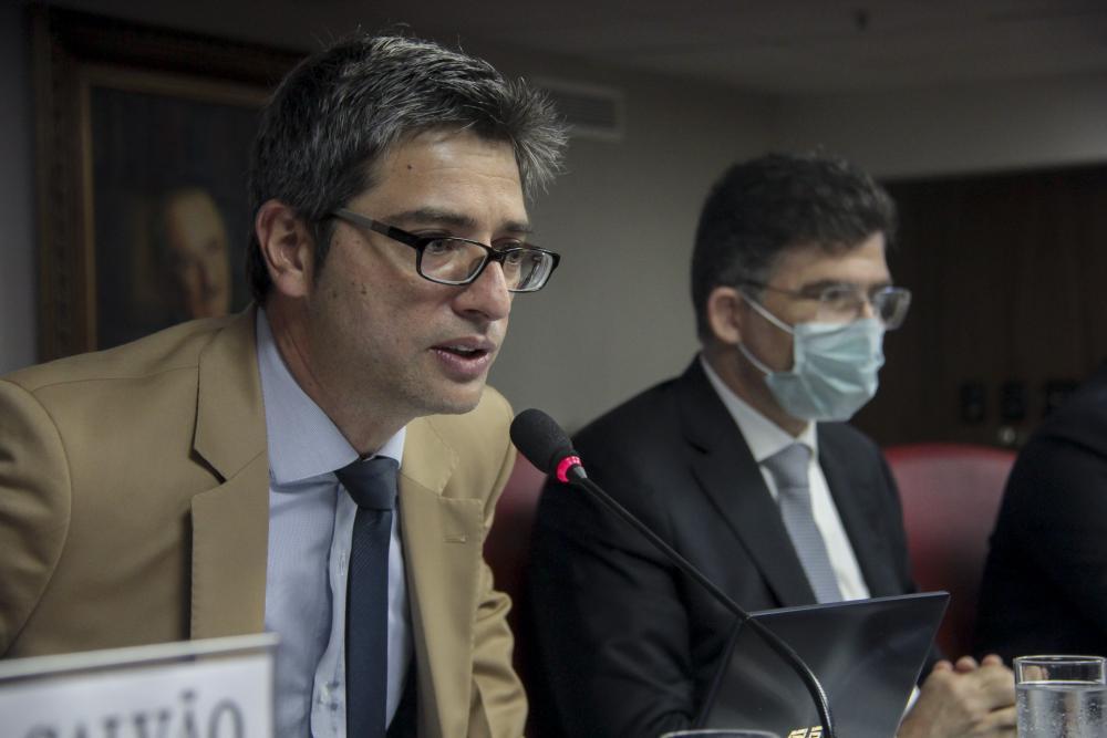 Relator da proposta, o senador Carlos Portinho coordenou o debate / Foto: Bruno Marins