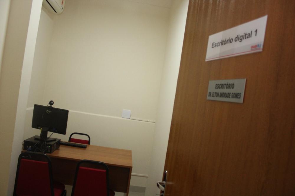 Escritórios estão equipados com webcam para a realização de audiências virtuais / Foto: Bruno Marins