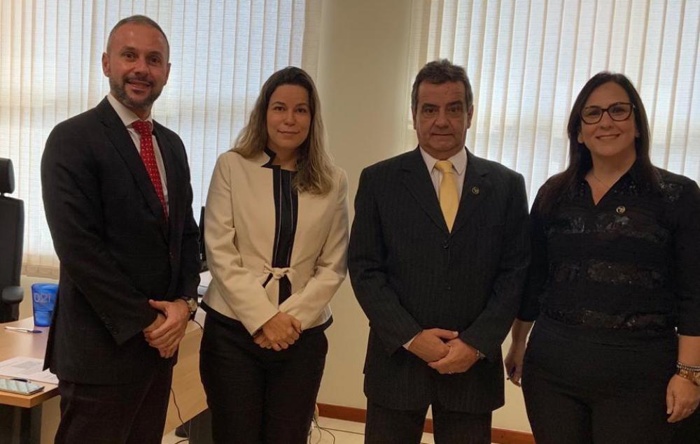 Celso Gonçalves com a vice, Fatima Pfaltzgraff,  e os juízes Alberto Fraga e Priscila David