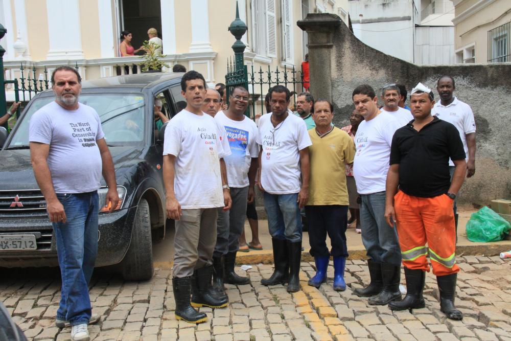 Funcionários da OABRJ e da Caarj que trabalharam como voluntários na serra / Foto: Lula Aparício