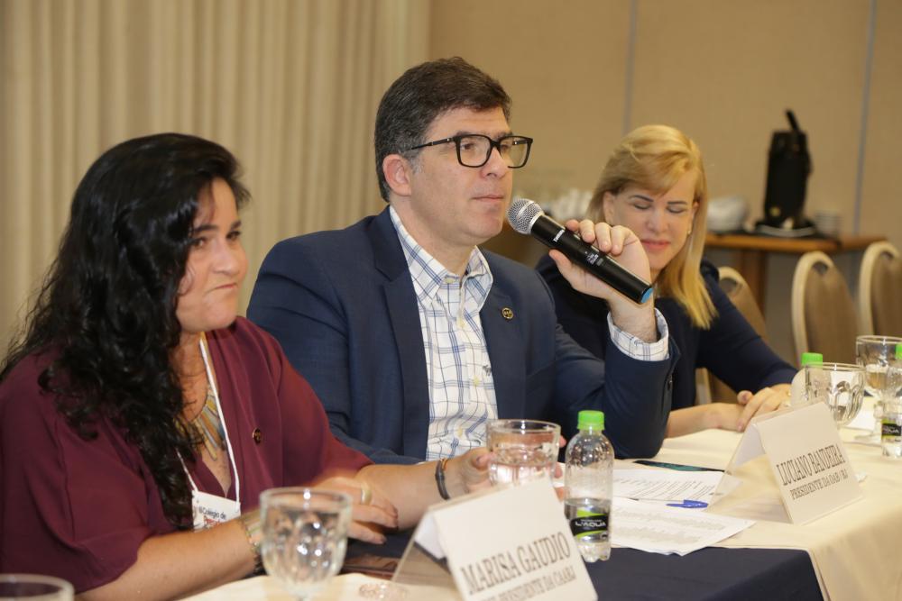 Marisa Gaudio, Luciano Bandeira e Ana Tereza Basílio / Foto: Lula Aparício