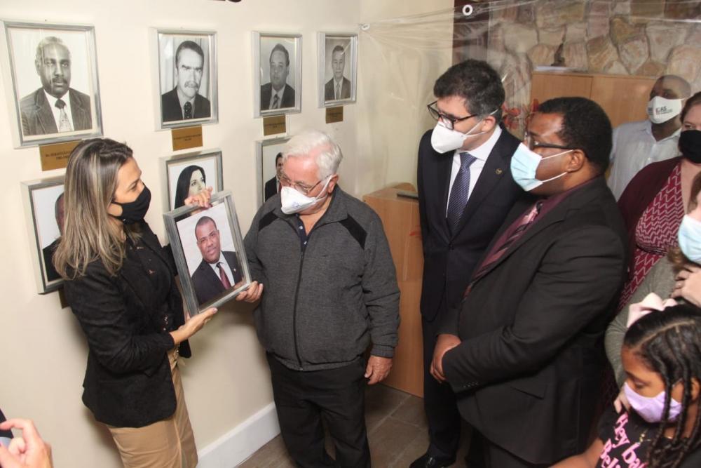 Fabiano Paschoal teve seu retrato inaugurado na galeria de ex-presidentes da subseção / Foto: Bruno Mirandella