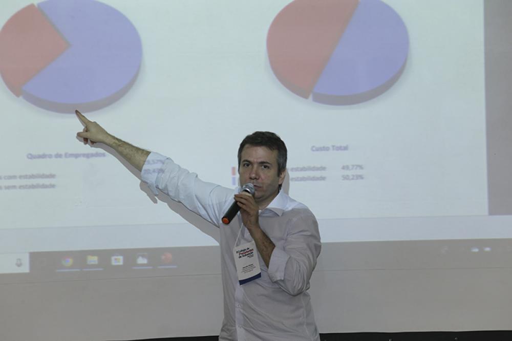 Marcello Oliveira explicando o Portal da Transparência / Foto: Lula Aparício