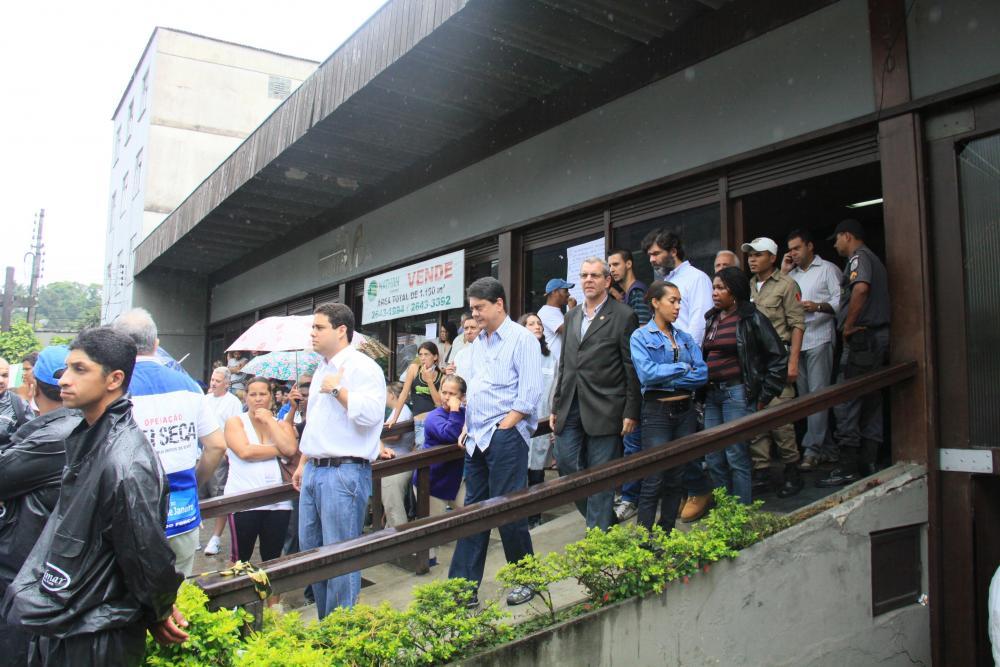 Grupo conseguiu facilitar a liberação dos corpos no IML da cidade de Teresópolis / Foto: Lula Aparício