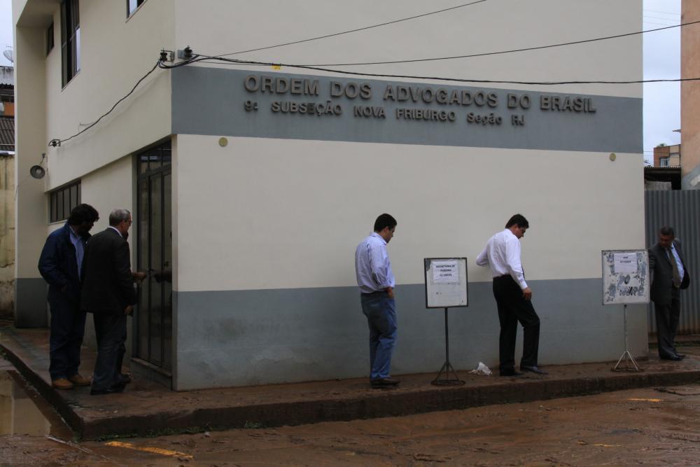 Sede da OAB/Nova Friburgo foi invadida pela água das chuvas e pela lama / Foto: Lula Aparício